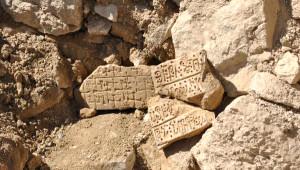 Mereto Dağı'ndaki Ermeni Kilisesi Enkazında Kitabe Bulundu
