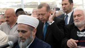 Başbakan Erdoğan Cuma Namazını Eyüp'te Kıldı