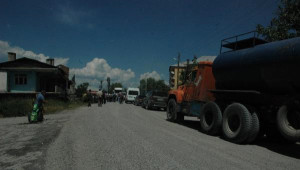Tozdan Rahatsız Olan Köylüler Yol Kapattı