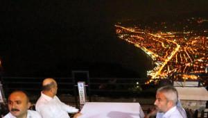 Bakan Işık Sahurda Boztepe'ye Çıkıp Çay İçti
