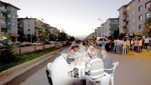 Aziziye'deki Sokak İftarında İsrail'e Lanet Yağdı