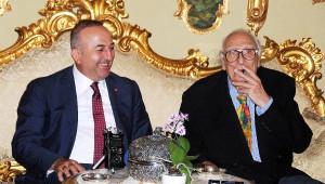 Bakan Çavuşoğlu, AB'ye Giriş Formülünü Junker'e Sigara İçirmekte Buldu