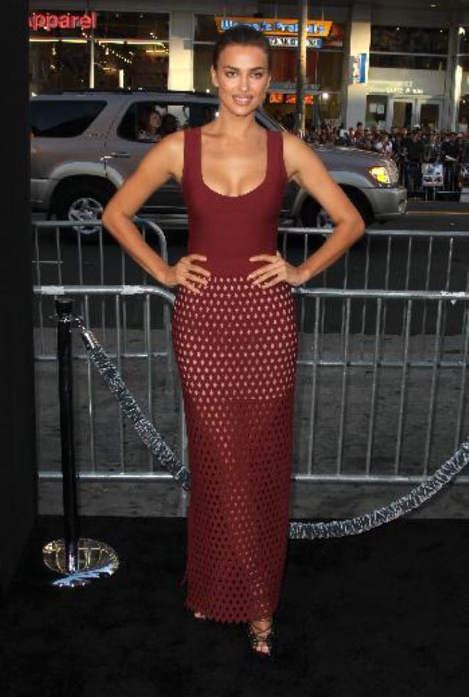Irina Shayk, Rol Aldığı Filmin Galasında Göz Kamaştırdı
