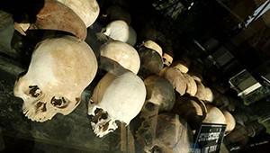 Kamboçya'da Ölüm Tarlalarında Katliam