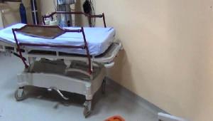Yakınlarının Ölümünden Sorumlu Tuttukları Doktor ve Sağlık Görevlilerine Saldırdılar