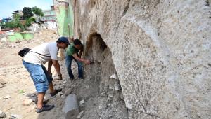 İzmir'deki Antik Roma Tiyatrosuna İlk Kazma Vuruluyor