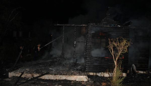 Manyas'da Ahşap Devremülk Yandı, 2 Çocuk Yaralandı