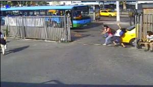 Kabataş'taki İett Otobüsü Kazası Güvenlik Kamerasında (1)