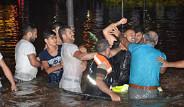 Bayrampaşa'da Yol Göle Döndü Kavga Çıktı