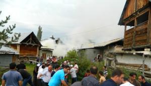 Türkgözü Köyünde Çıkan Yangında 5 Ev, 6 Samanlık Kül Oldu