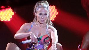 Jennifer Lopez'den Sahnede Büyüleyici Şov