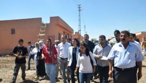 Hdp'li Vekillerden Konutlara Yerleştiren Yezidilere Ziyaret