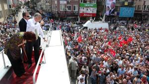 Ekmeleddin İhsanoğlu: Türkiye, Kınamaktan Kına Evinde Döndü (2