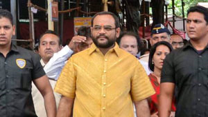 Hindistanlı İş Adamının Giydiği 211 Bin Dolarlık Gömlek