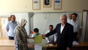 Başkan Şahin ve Milletvekilleri Oylarını Kullandı