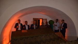 Erdoğan İçin Şeyh Edebali Türbesi'nde Şükür Duası