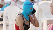 Plajın Ortasında Maske Takan Asyalı Kadınlar