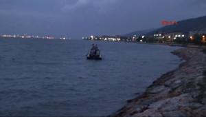 İzmit Körfezi'nin Karamürsel Sahilinde Denizden Biri Kadın 2'si Çocuk 3 Ceset Çıktı 3