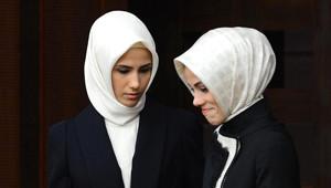 Erdoğan'ın Kızları Törendeki Şıklıkları ile Dikkat Çekti