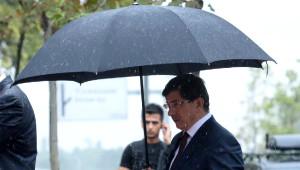 Başbakan Ahmet Davutoğlu'ndan Kabir Ziyaretleri