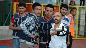 Erzurumspor-Ayvalıkgücü Maçında Taraftar Sahaya Atladı