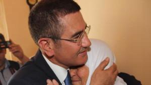 Bakan Canikli Alucra'da Annesini Ziyaret Etti