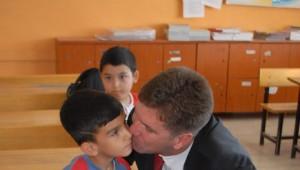 Başkan Ercengiz'den Okul Seti Hediyesi
