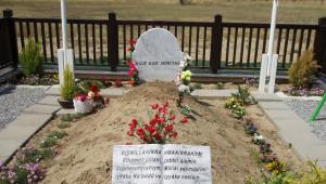 Davutoğlu Rauf Denktaş'ın Mezarını Ziyaret Etti