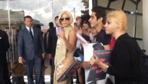 Ek Fotograflar/ Lady Gaga'ya Otel Önünde Hayranlarından İlgi