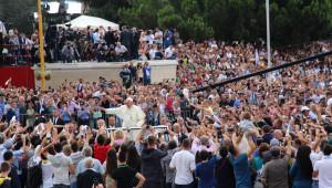 Papa, Arnavutluk'ta Coşkuyla Karşılandı