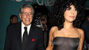 Lady Gaga Örgü Elbisesinin Altına Bir Şey Giymedi