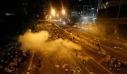 Hong Kong'da Halk Demokrasi İstiyor