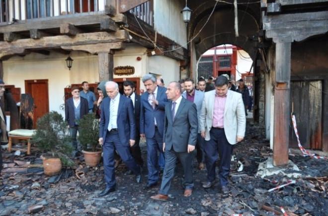 Vali Şahin Yangında Kül Olan Tarihi Taşhan'ı İnceledi