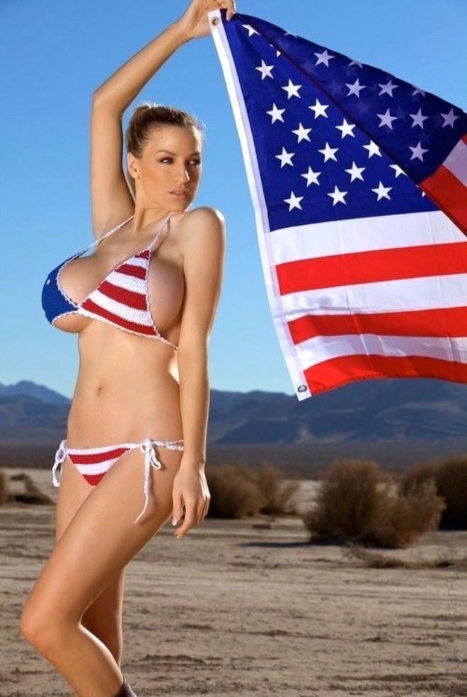 foto-zhopi-s-amerikanskim-flagom-lyubitel-strapona-foto