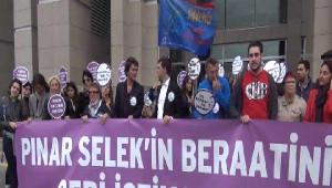 Mısır Çarşısı Davası Öncesi Adliye Önünde Pınar Selek'e Destek
