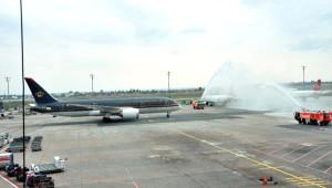 Ürdün Havayolları'nın Yeni Dreamliner'i Su Takı ile Karşılandı