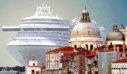 Yüzen Dev, Venedik'te Karaya Çıktı!