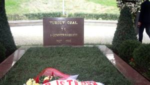 Turgut Özal, Doğum Gününde Mezarı Başında Anıldı