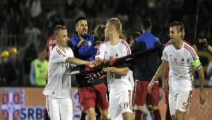 Arnavutluk Bayrağı Açılınca Saha Karıştı, Maç Tatil Edildi
