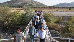 CHP'li Özel, Santral İçin Zeytin Ağaçlarının Kesildiği Alanı İnceledi
