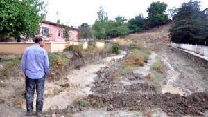 Palu'da Ev ve İşyerlerini Su Bastı