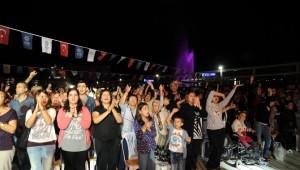 Işın Karaca Zeytin Şenliğinde Sahne Aldı
