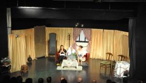 Kuşadalı Tiyatroculardan Alkışlanan Gösteri