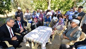İzmir Büyükşehir Soma Şehitlerinin Köyü Köseler'in Yolunu Yapıyor