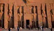 Mısır Firavunu'na Güneş Işığı Vurdu