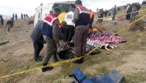 Devrilen Minibüs Kazasından Yürek Parçalayan Görüntüler