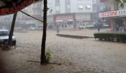 Manavgat'ta 8 Saat Aralıksız Yağan Yağmur Hayatı Felç Etti