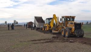 Özalp Belediyesi'nin Yol Yapım Çalışmaları Devam Ediyor