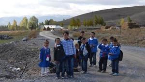 Özalp'ta Yardıma Muhtaç Ailelere Ziyaretler Devam Ediyor