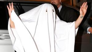 Lady Gaga, Cadılar Bayramı Kostümü Diye Masa Örtüsü Giydi